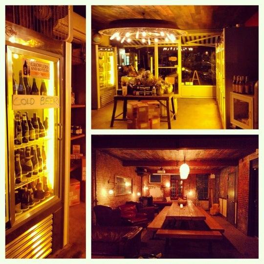 Foto scattata a Alphabet City Beer Co. da Emily W. il 11/3/2012