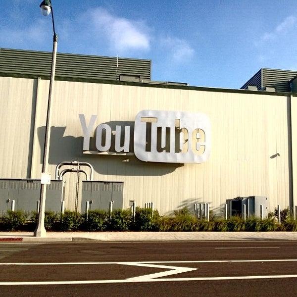 Снимок сделан в YouTube Space LA пользователем James D. 9/20/2013