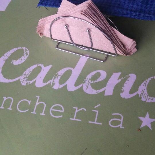 Foto tirada no(a) La Cadencia Lonchería por Ederuca d. em 10/30/2013