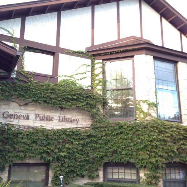 Foto tirada no(a) Geneva Public Library District por Kevin A. em 10/1/2015