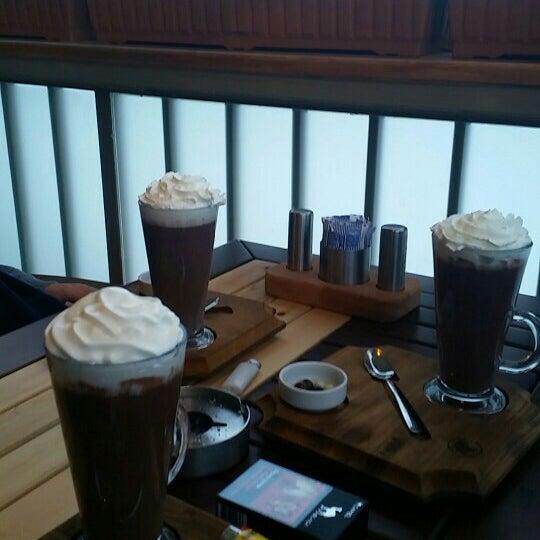 รูปภาพถ่ายที่ Coffee Castle โดย Zeynep E. เมื่อ 1/22/2016