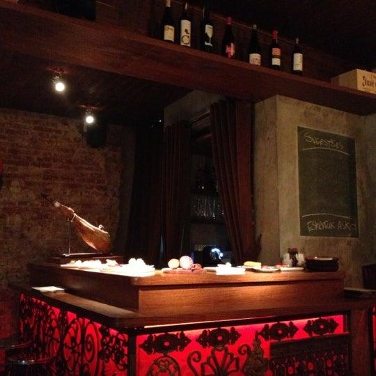 Foto tirada no(a) Donostia por Vivian N. em 10/6/2012