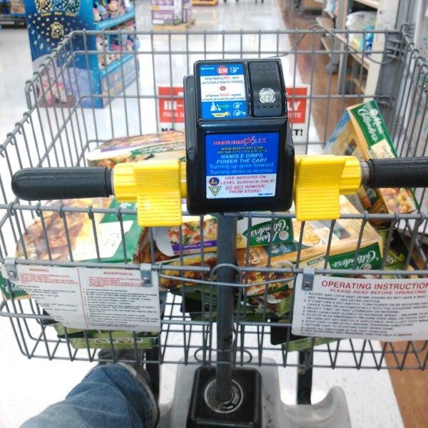 4/6/2013 tarihinde Rico J.ziyaretçi tarafından Walmart'de çekilen fotoğraf