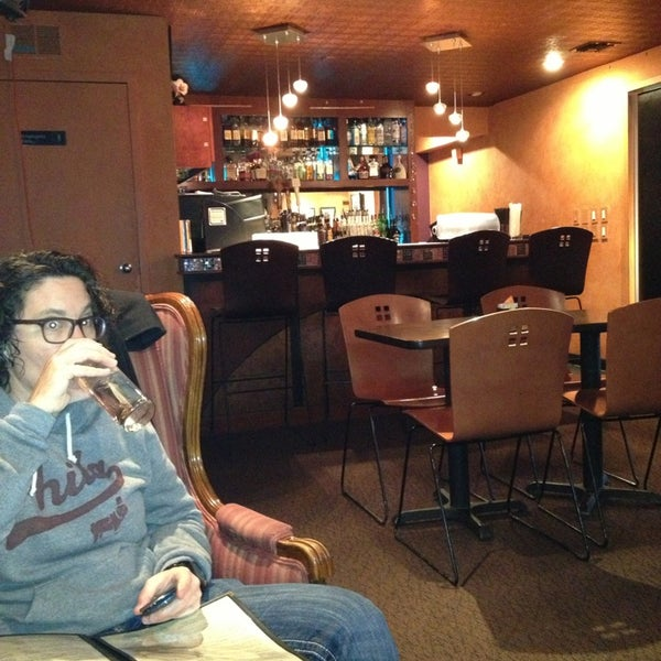 รูปภาพถ่ายที่ Tea Zone & Camellia Lounge โดย Maureen G. เมื่อ 2/21/2013