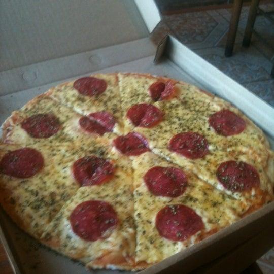 Foto scattata a Pizzeria La Torre da Nelson R. il 11/23/2012