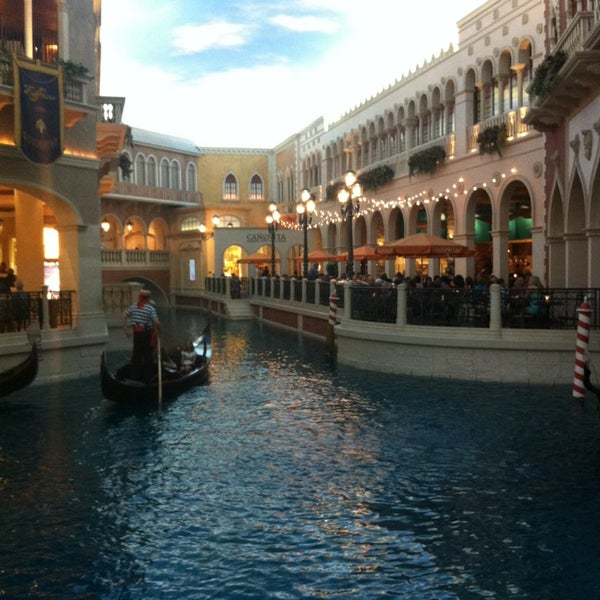 Foto tirada no(a) Venetian Resort & Casino por Anton L. em 6/22/2013