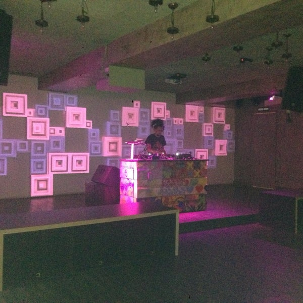 รูปภาพถ่ายที่ Indigo Live - Music Bar โดย Nancy C. เมื่อ 10/4/2014
