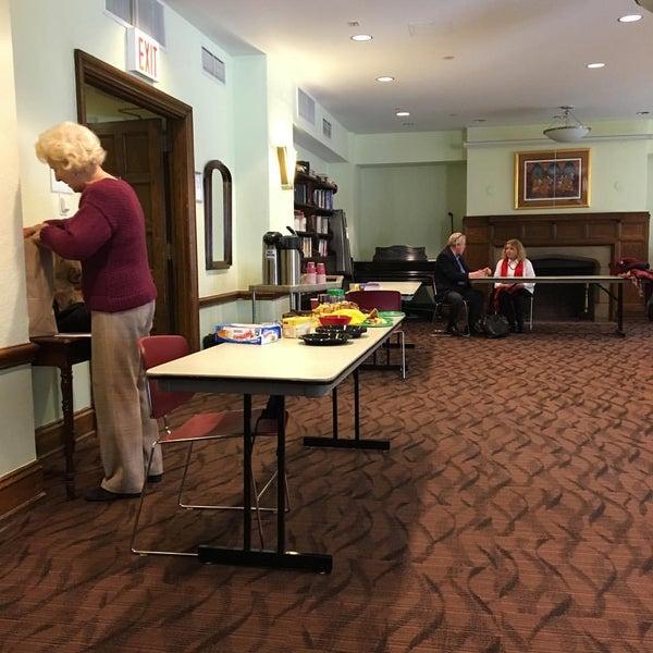 Foto diambil di Fifth Avenue Presbyterian Church oleh Carmen-Elizabeth G. pada 3/22/2016