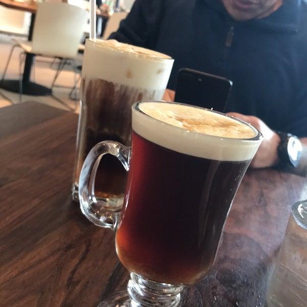 1/9/2018 tarihinde Krizia B.ziyaretçi tarafından Plums Cafe and Catering'de çekilen fotoğraf