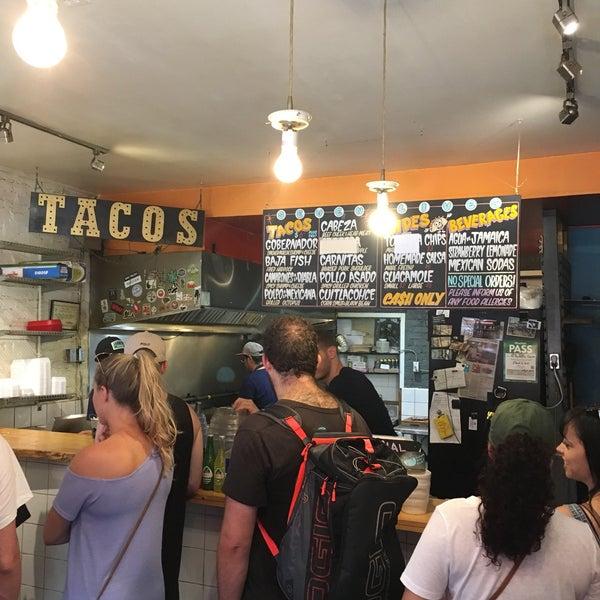 Снимок сделан в Seven Lives - Tacos y Mariscos пользователем Mika 8/18/2018