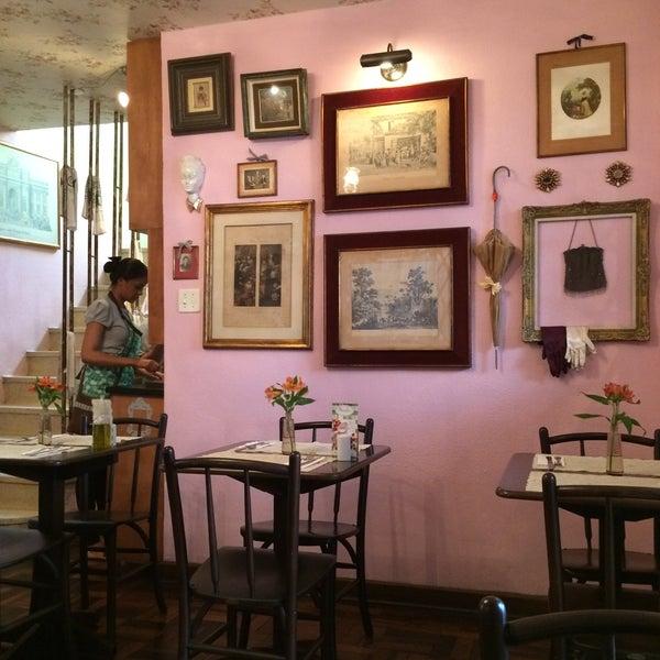 Foto diambil di Café Ambrosio oleh Mika pada 8/15/2015