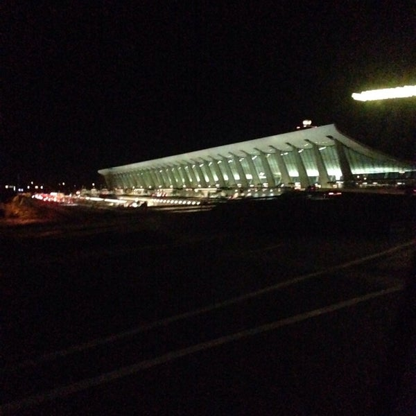 Снимок сделан в Вашингтонский аэропорт имени Даллеса (IAD) пользователем Ese 10/21/2013