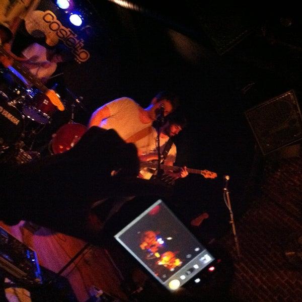 Foto tirada no(a) Costello Club por Mandreu P. em 5/12/2013