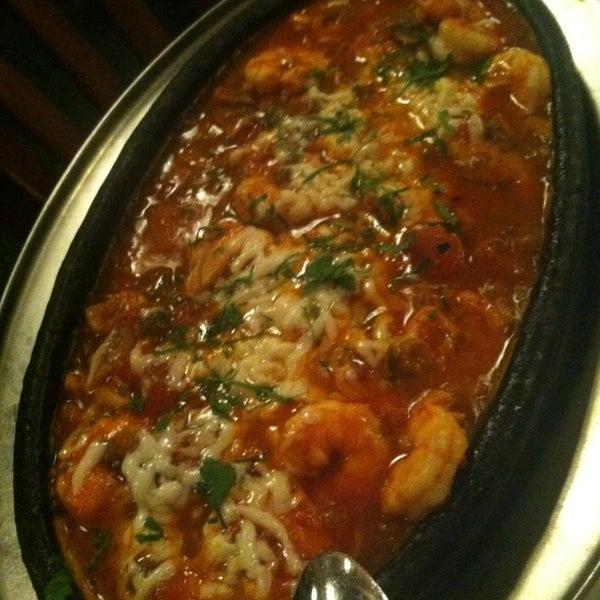 Das Foto wurde bei Taci's Beyti Restaurant von Tanya C. am 1/27/2013 aufgenommen