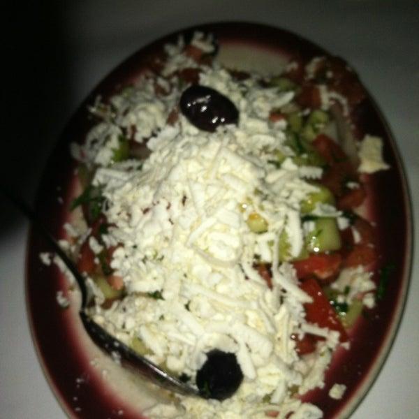 Das Foto wurde bei Taci's Beyti Restaurant von Tanya C. am 3/15/2013 aufgenommen