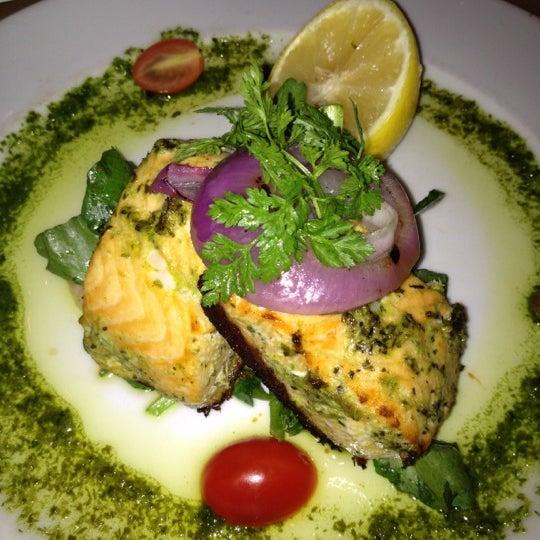 Das Foto wurde bei Beacon Restaurant & Bar von S W. am 11/14/2012 aufgenommen