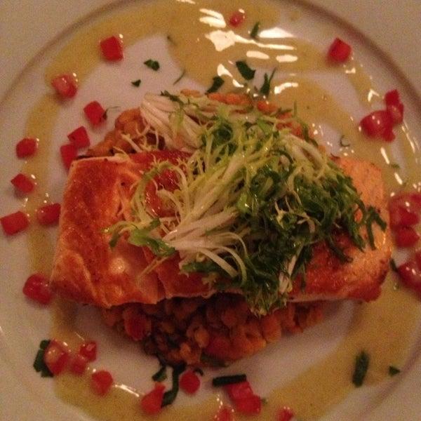Снимок сделан в Le Midi Bar & Restaurant пользователем S W. 1/25/2013