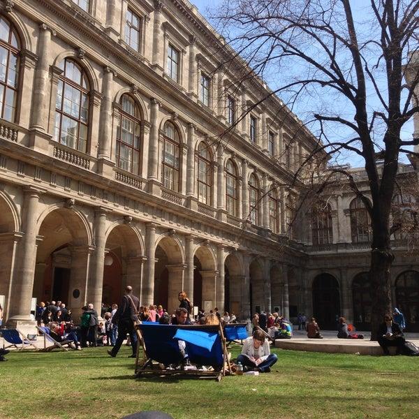 Foto tomada en Universität Wien por Ezgi E. el 4/16/2013