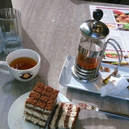 Foto tomada en Dudu Cafe Restaurant por Funda Iraz K. el 10/23/2015