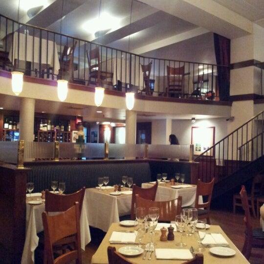 Das Foto wurde bei Beacon Restaurant & Bar von Lisa am 12/21/2012 aufgenommen