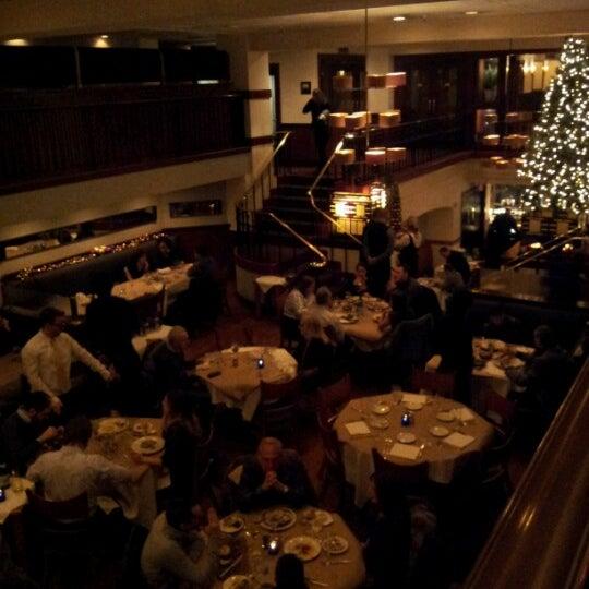 Das Foto wurde bei Beacon Restaurant & Bar von Lisa am 12/23/2012 aufgenommen