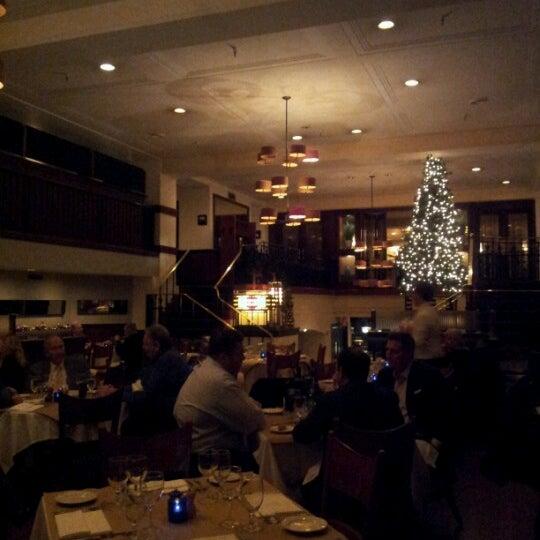 Das Foto wurde bei Beacon Restaurant & Bar von Lisa am 11/20/2012 aufgenommen