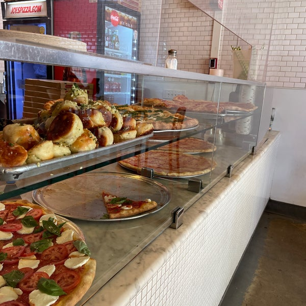 Foto tomada en Joe's Pizza por Shm.blossom el 7/6/2021