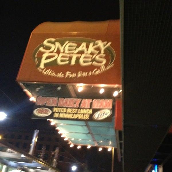 3/24/2013에 Annie D.님이 Sneaky Pete's에서 찍은 사진