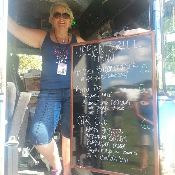 Foto tomada en Urban Grill Food Truck por Jessica M. el 7/13/2013
