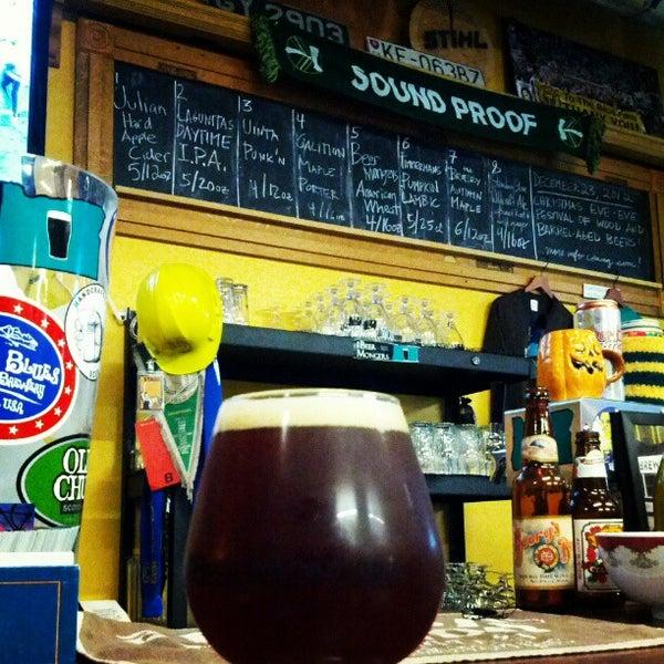 Photo prise au The BeerMongers par Shanon P. le11/4/2012