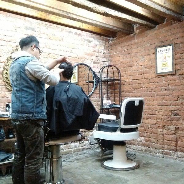 La peluquería está bárbara, te queda un excelente haircut. :)