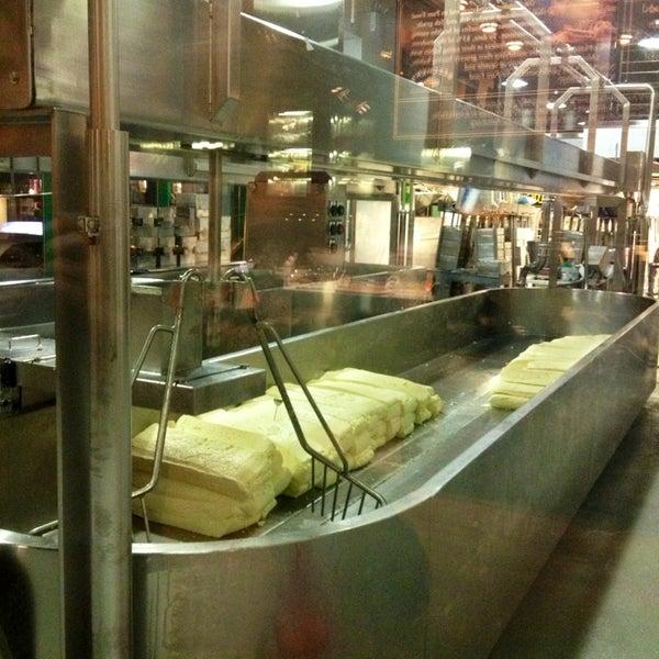 Foto tomada en Beecher's Handmade Cheese por Matt H. el 2/16/2013