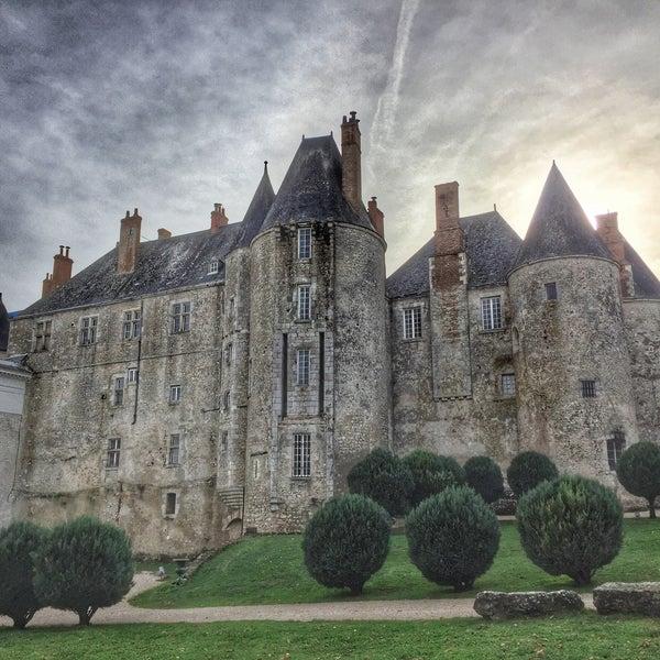Foto diambil di Château de Meung-sur-Loire oleh Thomas C. pada 10/29/2015