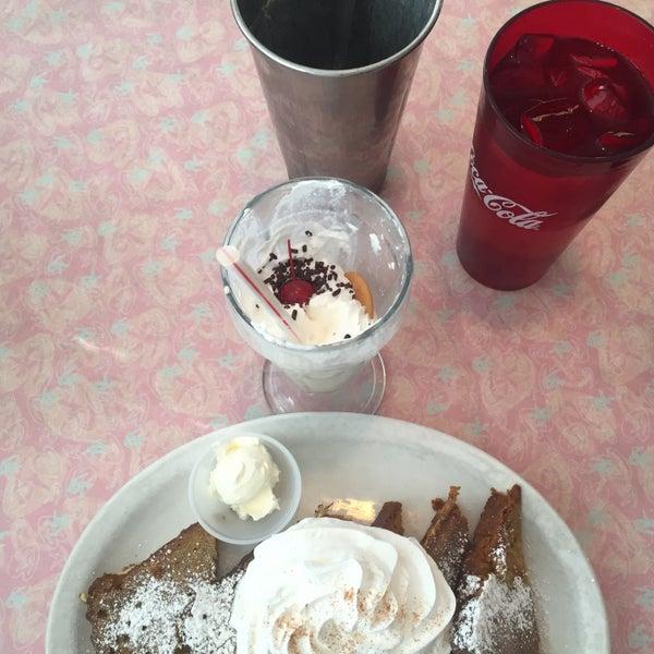 Foto tirada no(a) Rosie's Diner por Roger P. em 10/28/2015