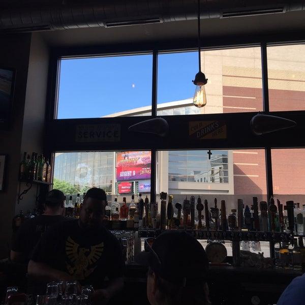 Das Foto wurde bei Eagle Street Grille von Cy H. am 6/22/2016 aufgenommen