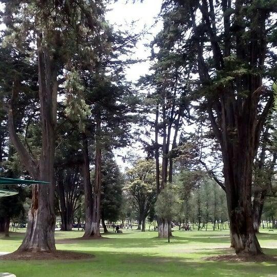 Foto diambil di Parque El Ejido oleh Oscar H. pada 11/9/2015