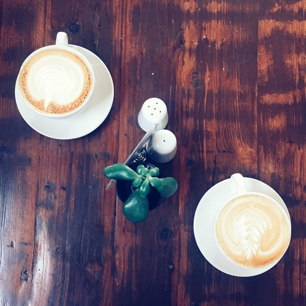 Das Foto wurde bei Cafe St. Jorge von Soya Q. am 12/4/2016 aufgenommen