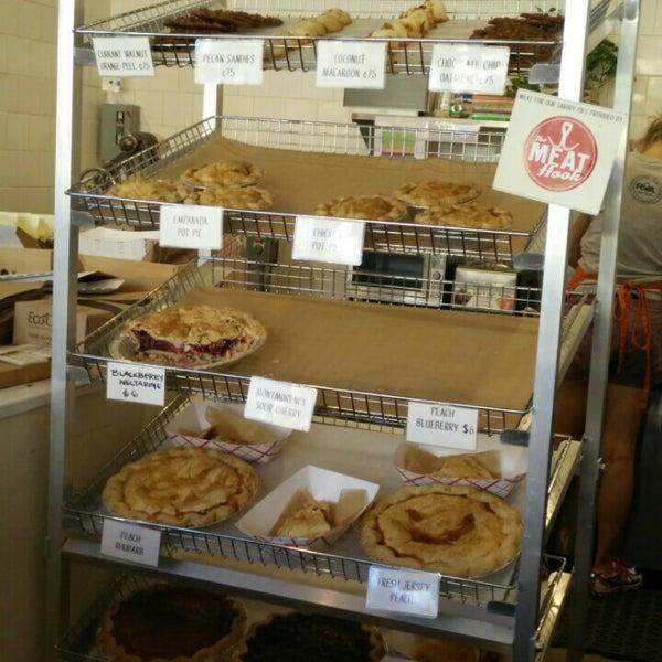 รูปภาพถ่ายที่ Petee's Pie Company โดย BK T. เมื่อ 8/7/2015