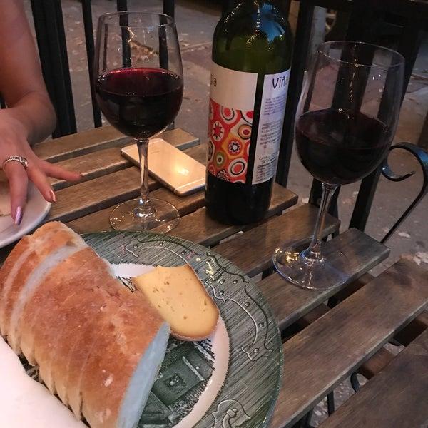 รูปภาพถ่ายที่ Pinkerton Wine Bar โดย Madeline H. เมื่อ 8/29/2017