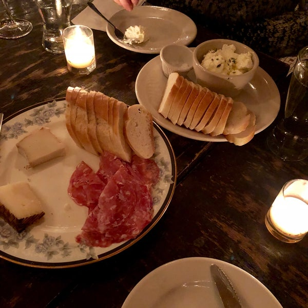 รูปภาพถ่ายที่ Pinkerton Wine Bar โดย Madeline H. เมื่อ 12/11/2018