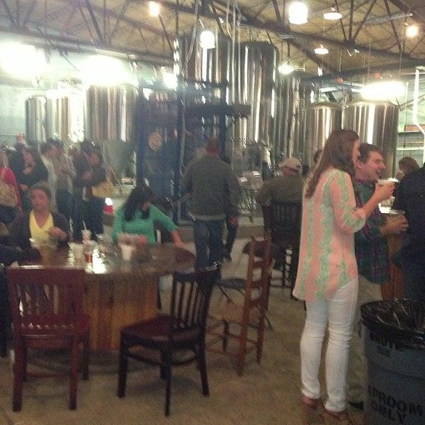 Foto diambil di Good People Brewing Company oleh Stephen P. pada 4/21/2013