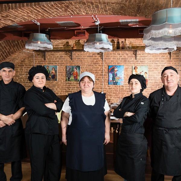 Все наши повара приехали из Грузии , имеют большой опыт работы в таких ресторанах города Тбилиси, как «КОСМОС», «МОНОПОЛЬ», « GEORGIA», используют старинные грузинские рецепты приготовления блюд.