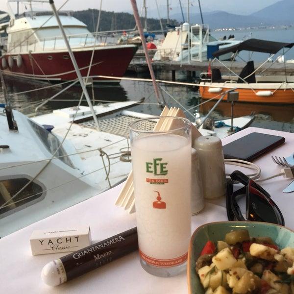 Foto tirada no(a) Fethiye Yengeç Restaurant por Eli Hasan em 5/10/2018