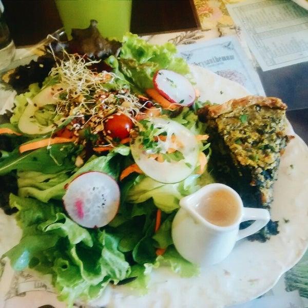 Comida vegetariana E vegana saborosa, drinks fantásticos e originais!  aqui torta vegana de espinafre