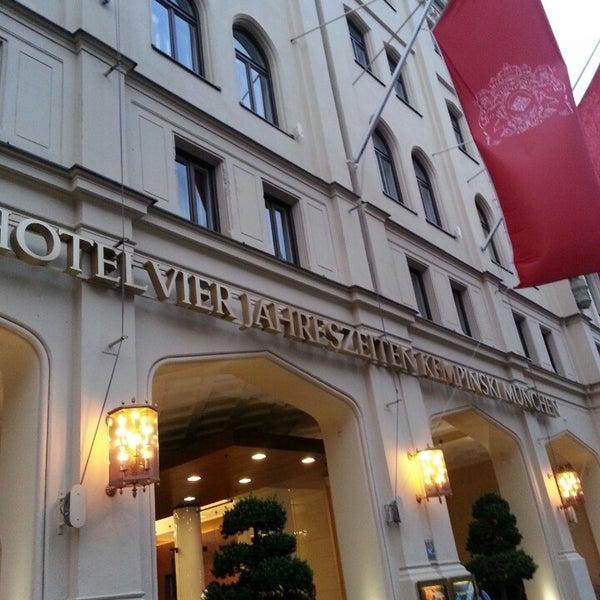 รูปภาพถ่ายที่ Hotel Vier Jahreszeiten Kempinski โดย Yoichi N. เมื่อ 7/29/2013