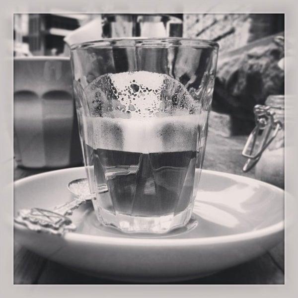1/10/2013에 Inny S.님이 Cabrito Coffee Traders에서 찍은 사진