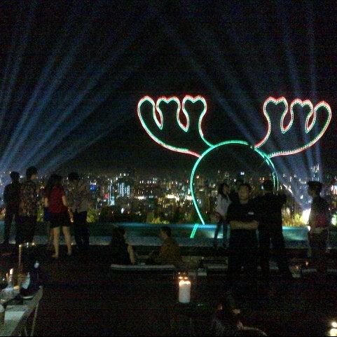Снимок сделан в SKYE пользователем AyuDita H. 12/21/2012