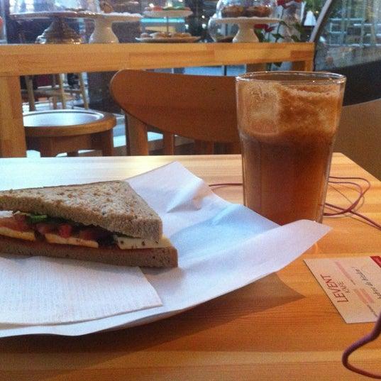 11/30/2012にSeda K.がLevent Kafeで撮った写真