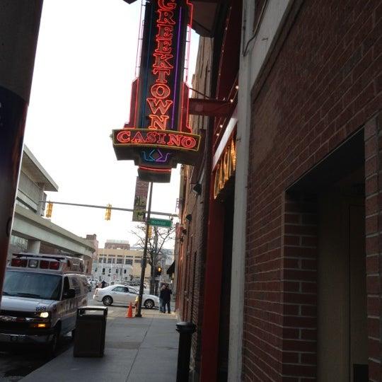 Foto scattata a Greektown Casino-Hotel da Vikki W. il 9/29/2012