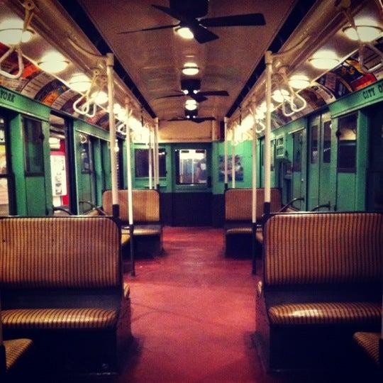 9/15/2012 tarihinde Shaelyn A.ziyaretçi tarafından New York Transit Museum'de çekilen fotoğraf
